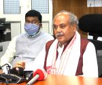 Narendra Singh Tomar takes charge as Union Food Processing Industries Minister