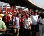 As talks with government fail, farmers resume 200-km 'long march'