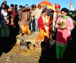 Adventurous couple ties the knot atop Maharashtra's tallest peak