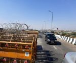 Free Photo: Delhi:National Highway 9 coming from Delhi to Noida on Ghazipur border has been opened.