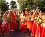 Free Photo:Jaipur: National President welcome by Mahila Morcha