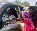 Sharad Pawar visits drought-hit areas of Maharashtra