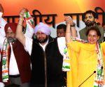 Navjot Kaur Sidhu, ex-Olympian Pargat join Congress