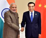 Nay Pyi Taw (Myanmar): Chinese Premier Li Keqiang meets with Indian Prime Minister Narendra Modi