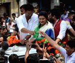 ) Kolkata: Dev campaigns for Nayna Bandyopadhyay