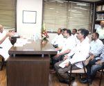 Sharad Pawar meets Puntamba farmers