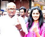 2019 Lok Sabha Elections - Phase IV - Sharad Pawar casts vote