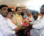 Kishor Kanhere joins Shiv Sena