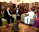 Chinese delegation meets Sonia, Rahul