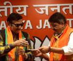 Veteran actor Biswajit joins BJP, praises Modi