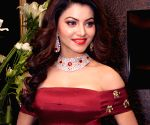 Urvashi Rautela dons a massive red gown at Filmfare Awards 2020, trolled by her fans