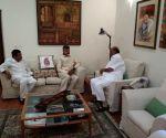 Naidu meets Sonia, Pawar in Delhi