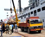 Navy offers ration for migrants in Mumbai