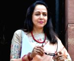 'Hema Malini's cheeks' and 'eagles and crows' in MP
