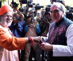 Parliamentarians celebrate holi