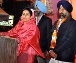 Harsimrat Kaur Badal campagning in favor of Harmeet Singh Kalka