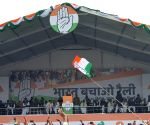 Cong workers sell pakodas, tea to mock BJP govt at rally venue