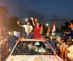 Priyanka wows people in east Delhi roadshow