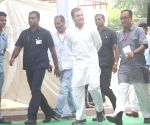 Kovind, Gandhis among mass to vote in LS battle, BJP worker killed