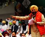 'Sidhu anti-national', Amarinder says he will fight move to make him CM