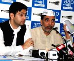AAP gives 'another chance' to Congress in Delhi