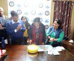 Kejriwal, family celebrates his wife's birthday