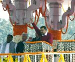 Anna movement recreated in Kejriwal swearing-in ceremony