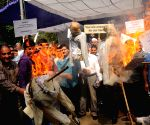 Displaced Kashmiri Pandits burn effigy representing the Kashmiri separatists
