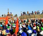 Farmers try to go Ramlila Maidan, police take them to Nirankari ground