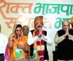 Erstwhile Kashmir royal Ajatshatru Singh joins BJP
