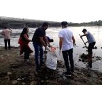 Newspaper hawkers take charge of cleaning Yamuna river banks