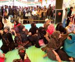 No religious divisions, people pray together at Shaheen Bagh