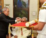 President Pranab confers Bharat Ratna to Atal Bihari Vajpayee