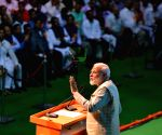 PM blames Congress for traders' negative image