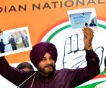 PM helped industrialists, ignored government firms: Sidhu