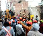 Kejriwal orders magisterial probe, compensation in Delhi building collapse