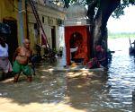 Yamuna floods homes, thousands shifted