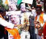 Shiv Sena protest against J&K CM