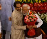 Uddhav Thackeray welcomes Narendra Modi in Pune
