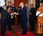 High Commissioner-designate of Canada presents his credential to President Mukherjee