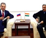 Russian Defence Minister calls on Parrikar