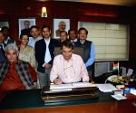 Railway Minister gives finishing touches to the Railway Budget 2015-16