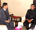 Showkutally Soodhun calls on Ravi Shankar Prasad
