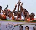 Harsh Vardhan, Manoj Tiwari file nominations in Delhi