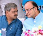 Arun Jaitley launches mobile dispensaries