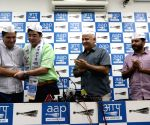 Jharkhand ex-Congress chief joins AAP ahead of polls