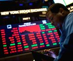 US stocks end lower amid spread of COVID-19