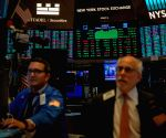 US stocks close higher amid strong corporate earnings