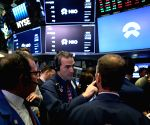 US stocks close higher amid trade optimism
