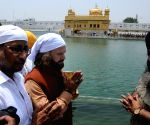 Hans Raj Hans visits Golden Temple
